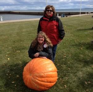 Becky Hammill Berg and Lynn Hammill Rhinevault | http://juliesaffrin.com