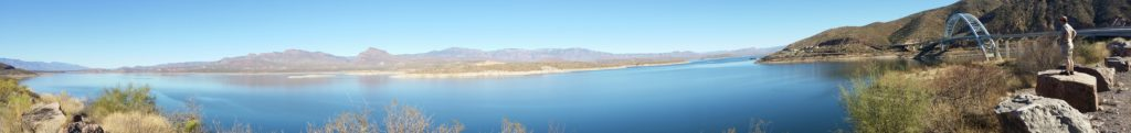 panorama of lake roosevelt and Rick | http://juliesaffrin.com